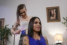 Trans Incula donna tatuata alla pecorina